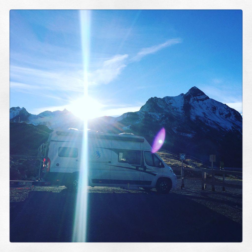 Campingbus Kastenwagen Knaus Wohnmobil Hund Silvretta Montafon
