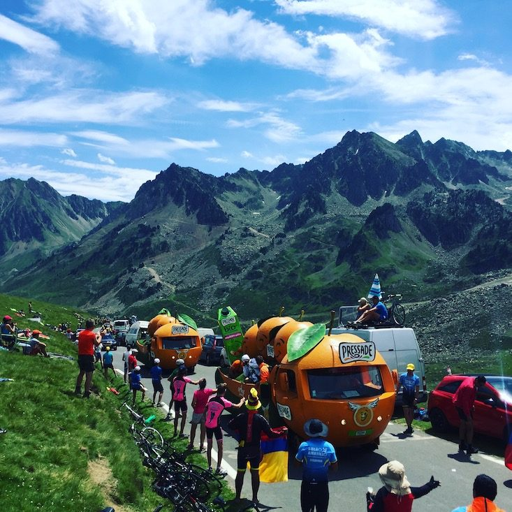 Tour de France Col du Tourmalet Pyrenäen Hund Wohnmobil la caravane