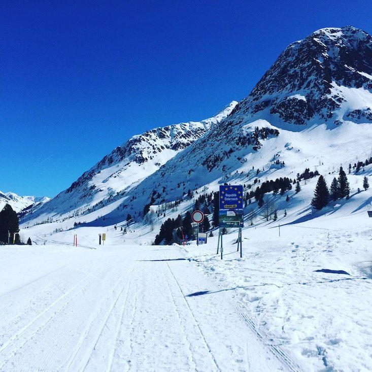 Osttirol Staller Sattel Defreggental Wintercamping Schneeschuhwandern Hund