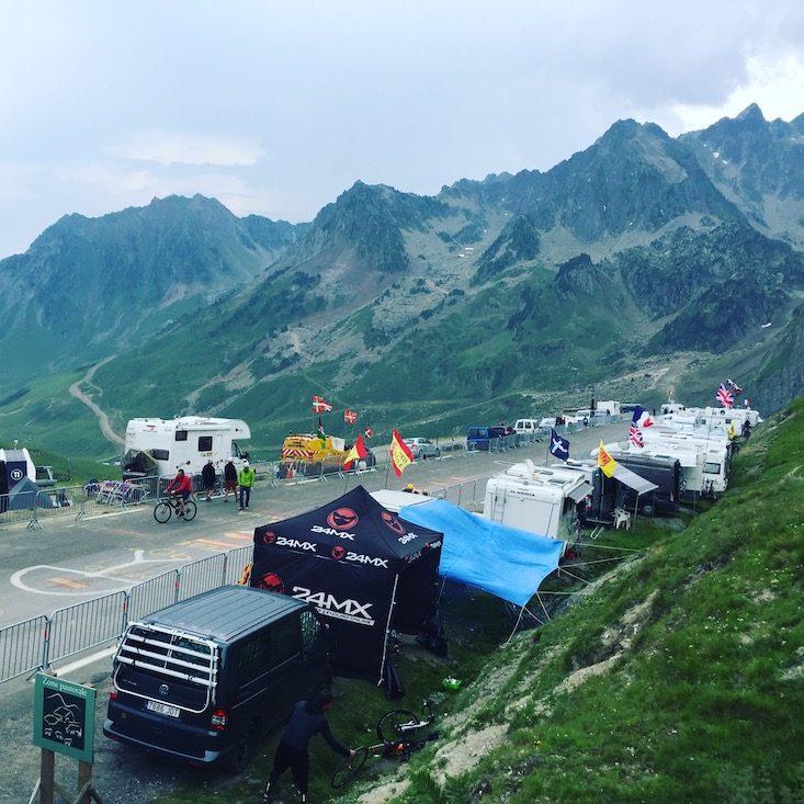 Tour de France Col du Tormalet Wohnmobil hund Pyrenäen