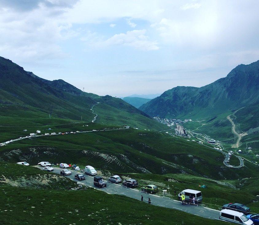 Tour de France Pyrenäen Col du Tourmalet Wohnmobil Hund