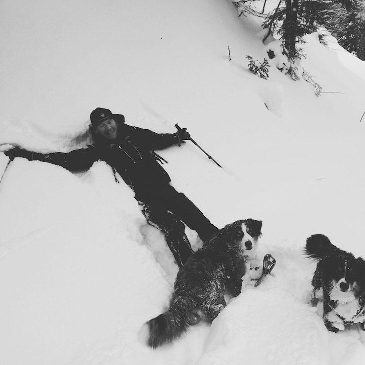 Hundemensch Hundeliebe Schnee Schneeschuhwandern Wintercamping Tirol