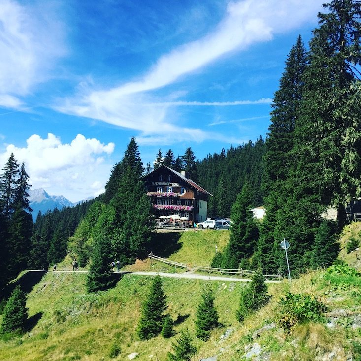 Loas Sattel Übernachtung Hütte Wandern Wanderung Kellerjoch hund