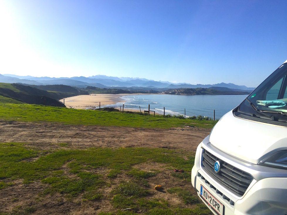 Wohnmobil Camper Kastenwagen Camping Meer Spanien Hund Atlantik