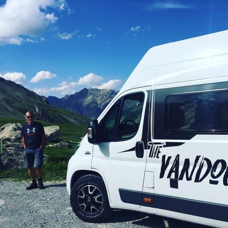 Col de la Cayolle Routes des Grandes Alpes Camping verboten Hunde verboten Frankreich Alpenpässe