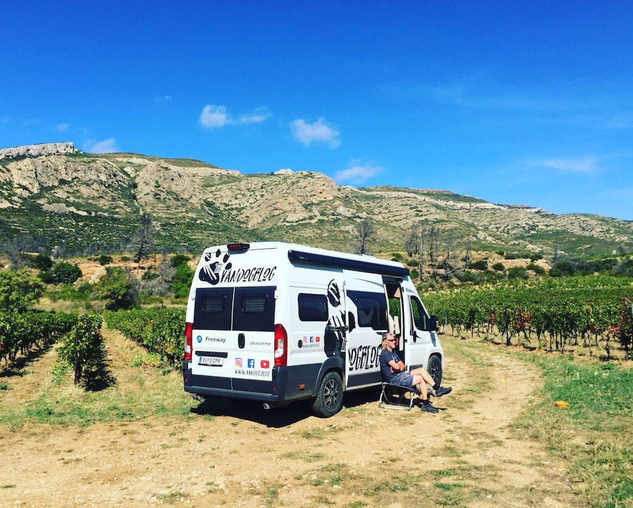 Languedoc Roussillon Kastenwagen Wohnmobil Van Camping Roadtri Rundreuse Frankreich Südfrankreich Wildcamping Reisen mit Hund