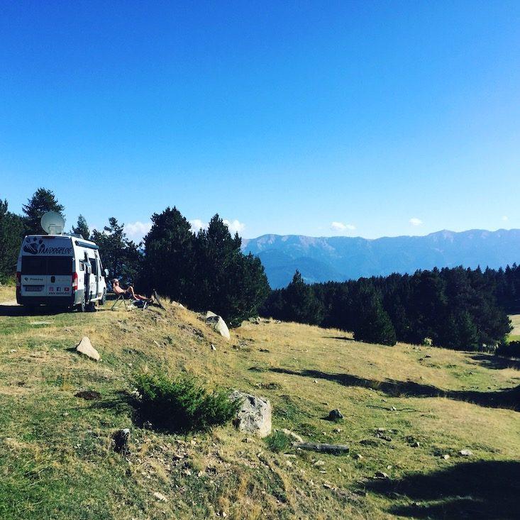 Pyrenäen Spanien Katalonien Camping Wildcamping Hund Wohnmobil Kastenwagen Campingbus