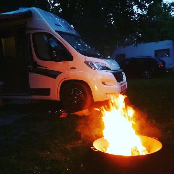 Weinviertel Camping Hubertus Lagerfeuer Camping mit Hund Niederösterreich