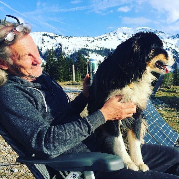 Camping mit Hund Lieblingsplatz unterwegs Australian Shepherd