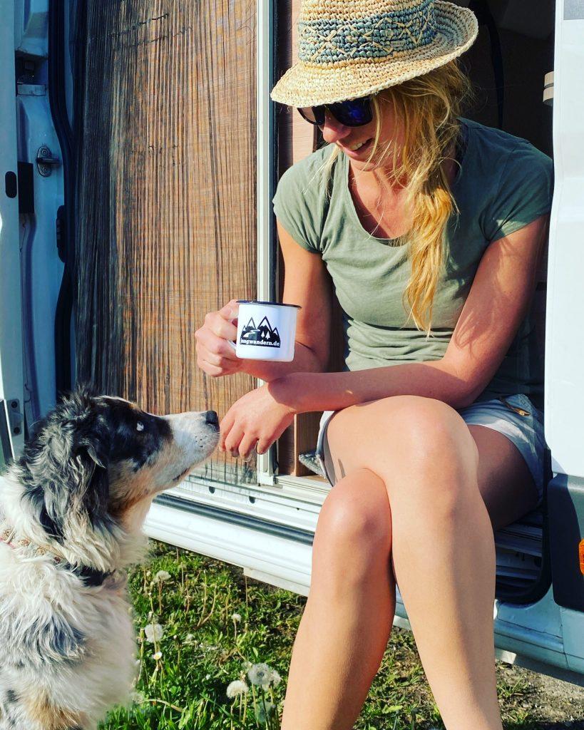 Wandern und Camping mit Hund Reisen Unterwegs Vanlife Kastenwagen Wohnmobil Campingbus