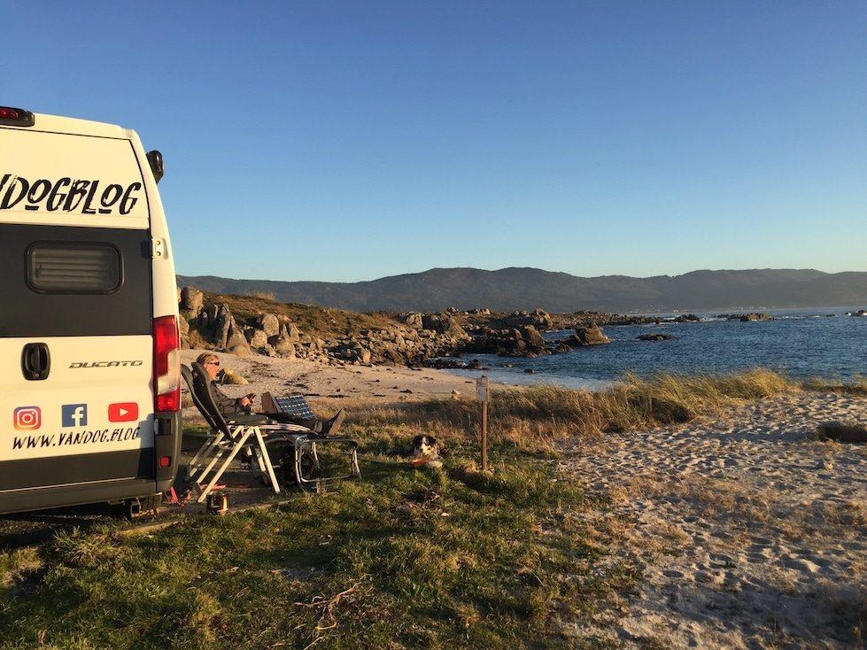 Camping mit Hund Galicien Kastenwagen Wohnmobil Roadtrip Wildcamping Camping am Strand Spanien Nordspanien