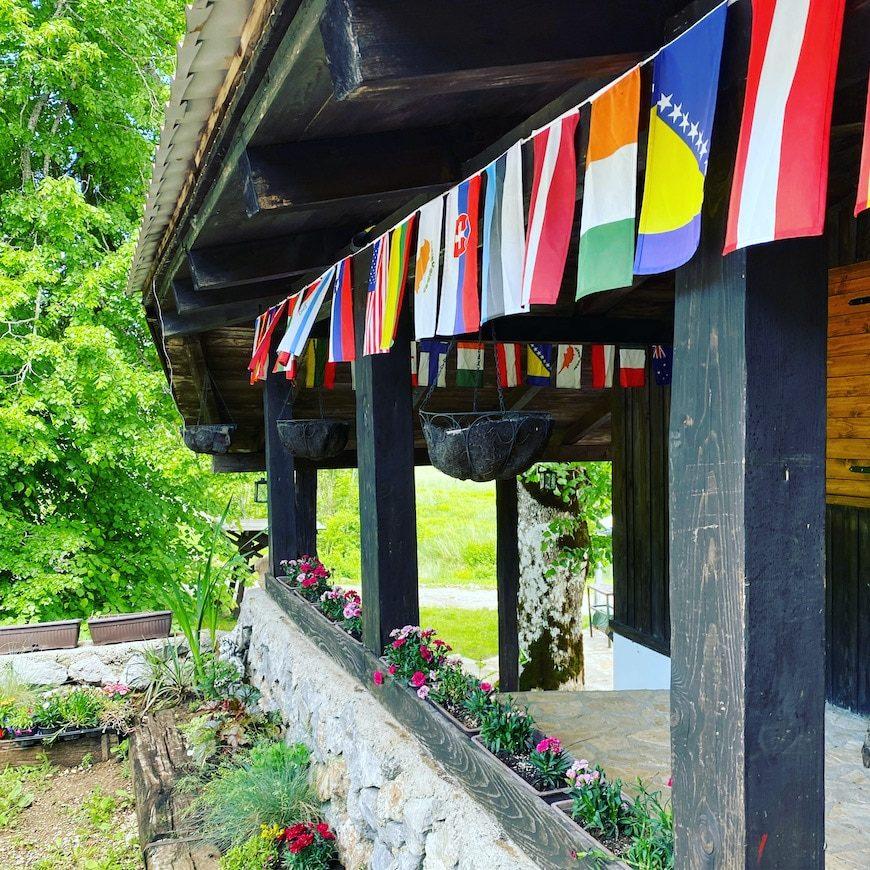 Kamp Velebit Camping Campingplatz in Kroatien Berge Chillen Hobbit