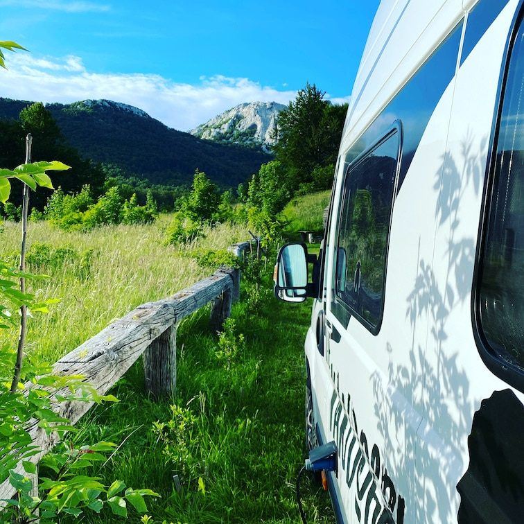 KampVelebit Camping und Wandern mit Hund Kroatien Berge Kastenwagen Wohnmobil Campingbus