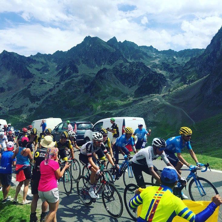Tour de France Col du Tourmalet Pyrenäen Hund Camper