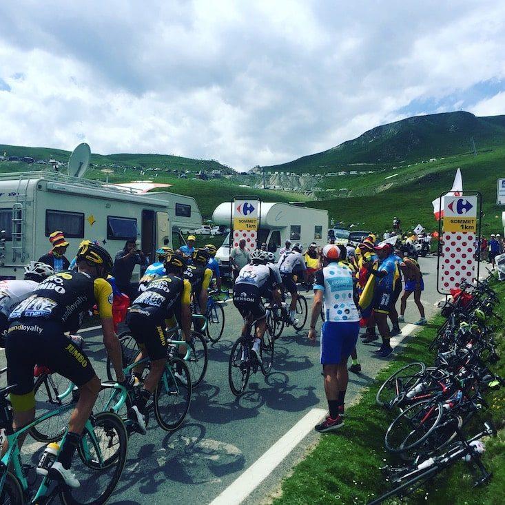 Tour de France Col du Tourmalet Pyrenäen Wohnmobil camping hund