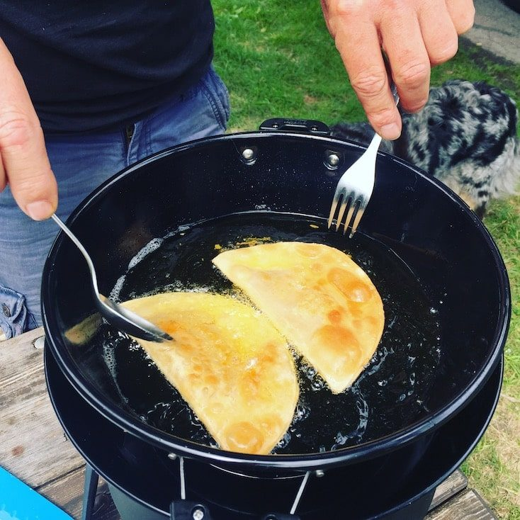 Cadac Outdoorküche Ideen Rezepte Camping-Grill Zillertaler Krapfen frittieren