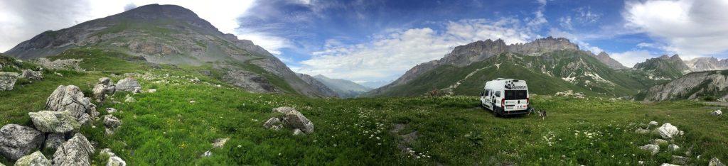 Col du Galibier schöne Orte mit Aussicht Roadtrip Vanlife Frankreich Alpenpässe camping mit Hund Wildcamping