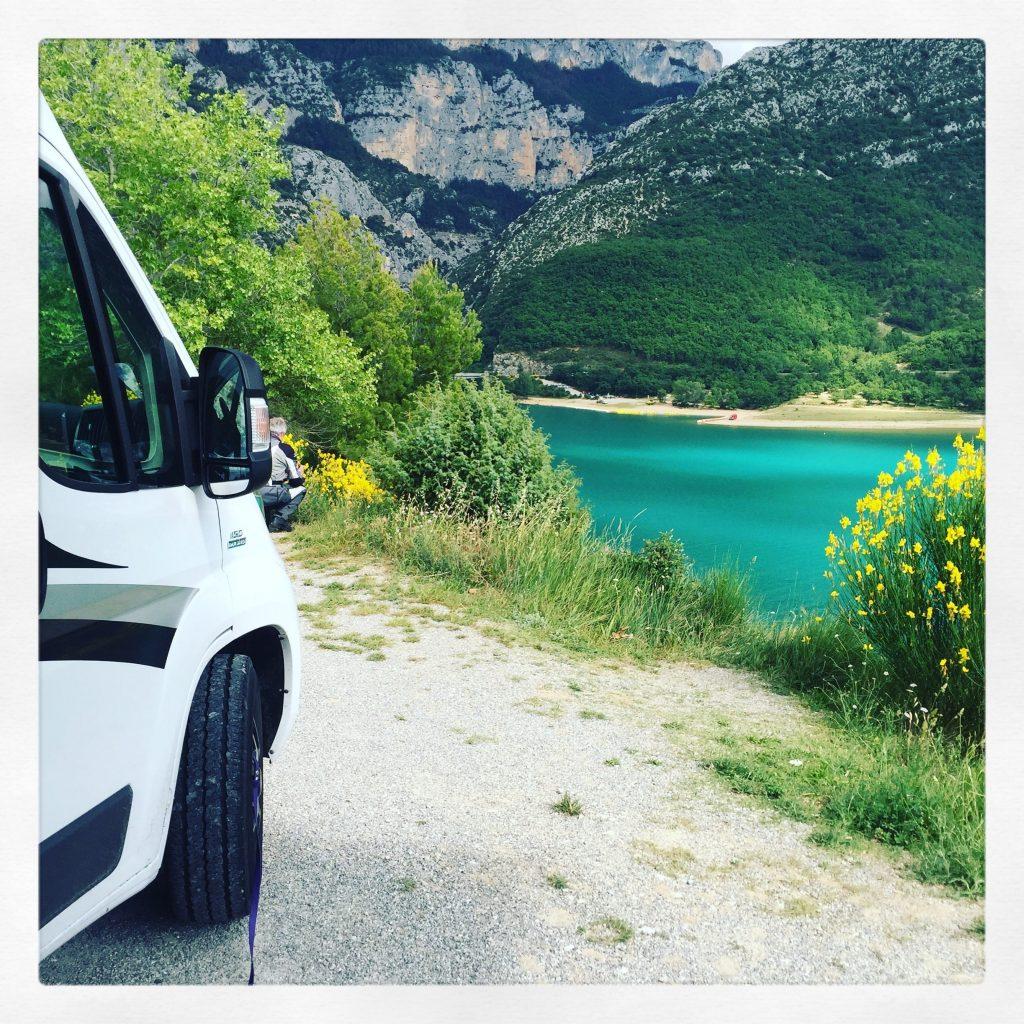 Gorges du Verdon Wohnmobil Hund Kastenwagen Roadtrip Frankreich Provence Lac de Sainte Croix