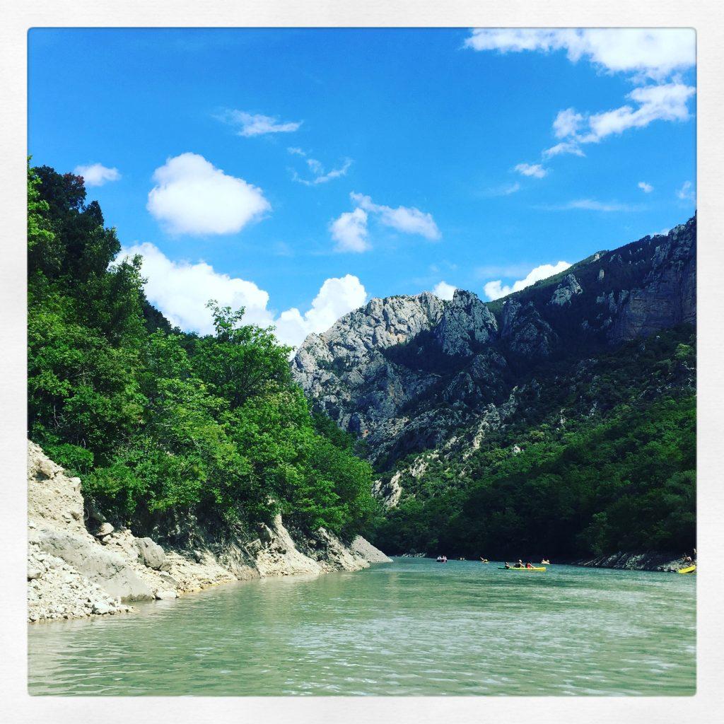 Verdonschlucht Lac de sainte croix Tretboot Hund Roadtrip Südfrankreich