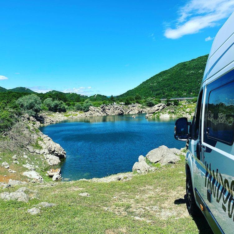 Corona_Optimismus Reisefreiheit Kastenwagen Wohnmobil Camping Kroatien Lika Stausee