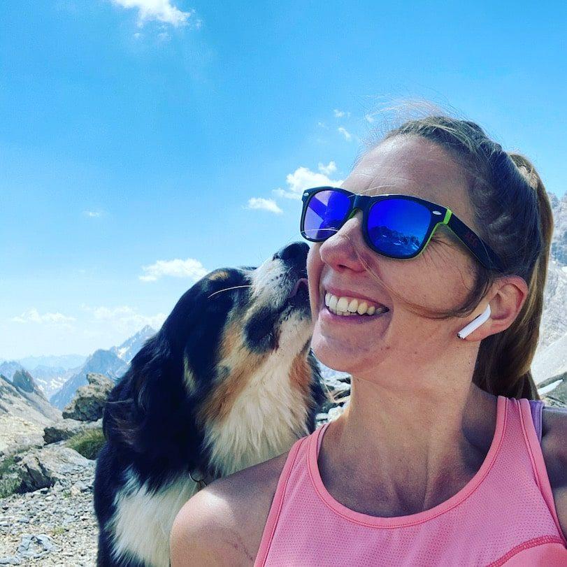 Optimismus_Corona Reisen und Wandern mit Hund Valle Maira Australian Shepherd Liebe Berghund Bergwanderin Alpen Italien