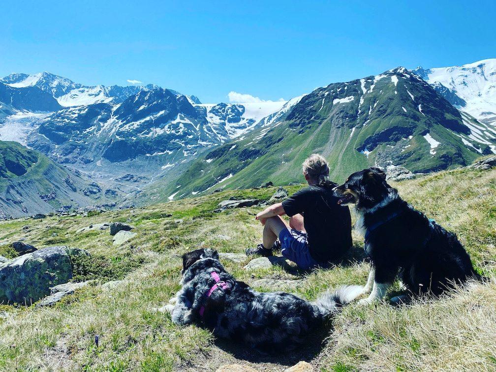 Optimismus_Corona Wandern mit Hund alter Hund Australian Shepherd Kaunertal Ötztaler Alpen Österreich