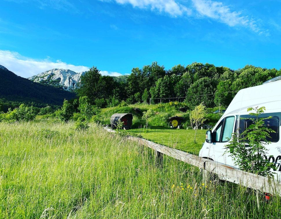 Optimismus_Corona Kroatien Kamp Velebit Roadtrip Kroatien Camping Kastenwagen