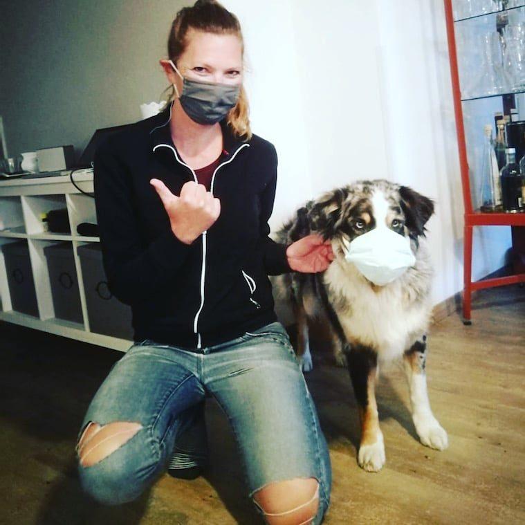 Optimismus Corona Maske Hund Mund-Nasen-Schutz Reisebeschränkung Australian Shepherd Lockdown