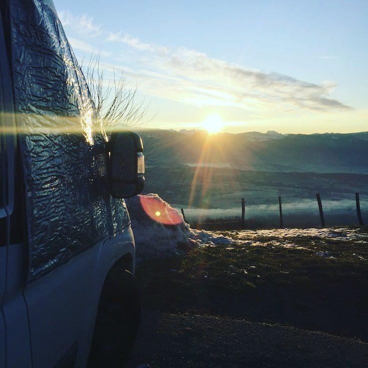 Reisefreiheit Corona Kastenwagen Vanlife Europa Wintercamping Frankreich Alpen