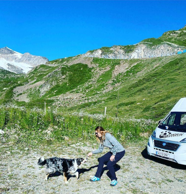 Roadtrip Schweiz mit Hund Kastenwagen Camping mit Hund Bernina Pass