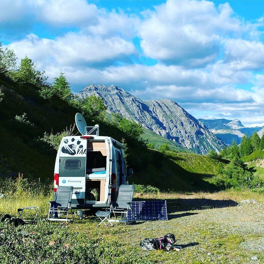 Roadtrip mit Hund Kastenwagen Knaus Boxstar Wohnmobil mit Hund Italien Lombardei Alpen Wildcamping
