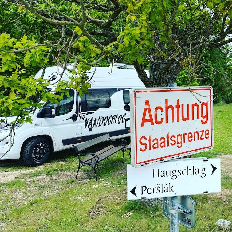 Reisebeschränkung Corona Reisefreiheit Freiheit Grenze Grenzkontrolle Wohnmobil Kastenwagen