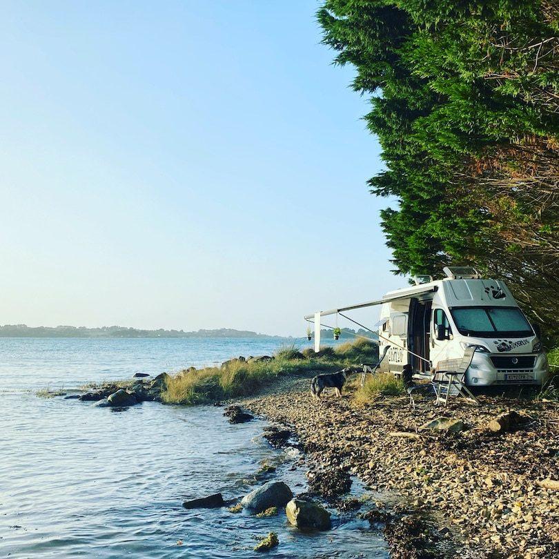 Corona Reisefreiheit Frankreich Bretagne Wildcamping Unterwegs mit Hund Kastenwagen Roadtrip