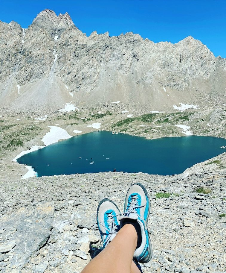 Optimismus_Corona Valle Maira Colle de Gippiera Wandern mit Hund Lac de neuf couleurs Dino Icardi Weg Roadtrip mit Hund Alpen