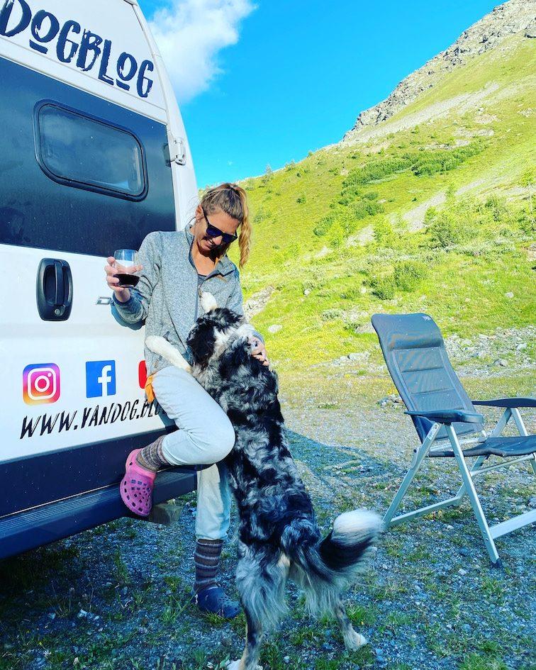 Reisen mit Hund Wildcamping Wohnmobil Optimismus Corona Kastenwagen Italien Reisefreiheit