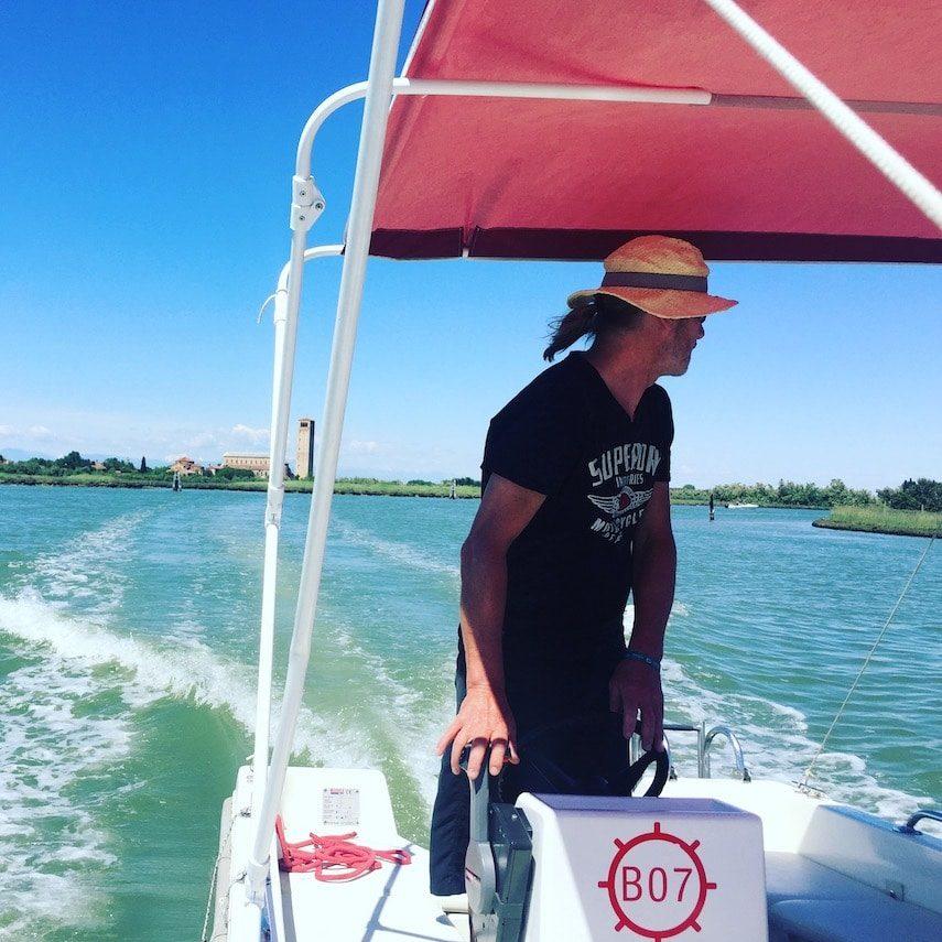 Lagune von Venedig Motorboot Cavallino